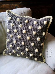 La Bande des Faineantes: Cushions with wool giant! diy and tutorial