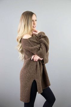 Oversized / Chunky knit / bulky sweater. Amazingly soft,warm and lightweight. The pattern has a relaxed fit and dropped shoulders line. Wider sleeves. This sweater has high /low hemline and a split sides. The color is brown . Made of Peruvian Alpaca/ Merino Wool blend. My size