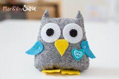 Felt Owl Felt Diy, Felt Crafts, Owl Sewing, Harry Potter Owl, Hand Sewing Projects, Felt Owls, Felt Embroidery, Felt Flowers, Softies