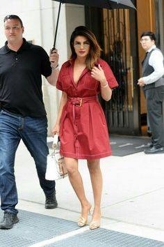 Pee cee in NYC for an event Bollywood Fashion, Bollywood Actress, Bollywood Style, Priyanka Chopra Dress, Trendy Outfits, Cool Outfits, Girl Fashion, Fashion Dresses, Ethnic Looks