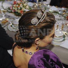 Crown Princess Victoria wears the six button tiara, though less since she inherited Princess Lilian's double laurel leaf tiara. Royal Tiaras, Royal Jewels, Crown Jewels, Swedish Royalty, Tiara Hairstyles, Laurel Leaves, Crown Princess Victoria, Belle Epoque, Sweden