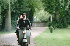 Questions to ask your wedding photographer before booking him. Guide to choosing a wedding photographer