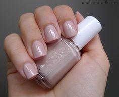 sonidlo´s nail polishes: Essie Topless & Barefoot