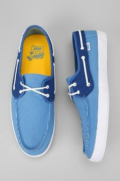 I want these shoes. Sock Shoes, Vans Shoes, Shoe Boots, Shoes Sneakers, Tenis Casual, Fashion Shoes, Mens Fashion, Summer Shoes, New Fashion