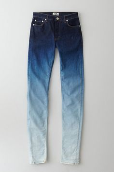 Women Jeans – Stylish Denim Pants For Spring 2013 - I've got the blues - Ombre denim. The new trend for spring is using denim in an unconventional way. Try patterns etc! Jean Outfits, Cool Outfits, Fashion Pattern, Shoes With Jeans, Pink Jeans, Diy Clothing, Diy Fashion, Fashion Hats, Punk Fashion