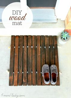 DIY Door Mat - made of wood stakes, rope and hardware nuts.  4men1lady.com