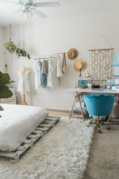 Beachy Boho Bedroom & Office - Sweet Teal The cutest beachy boho bedroom and office combo. Get some tropical interior design inspo and some tips for making a small apartment seem larger than it is. Stylish Bedroom, Cozy Bedroom, Bedroom Inspo, Bedroom Ideas, Bedroom Designs, Modern Bedroom, Bedroom With Office, Boho Bedroom Diy, Beach Bedroom Decor