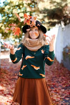 fall outfit post with leaves