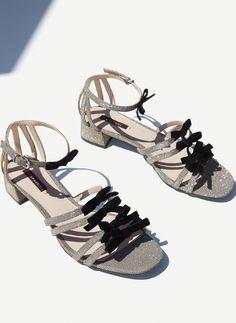 5cb5b17426 ΠΕΔΙΛΑ ΜΕ ΦΙΟΓΚΟ 89.00 € κωδ. 4194 251 Shoes Sandals
