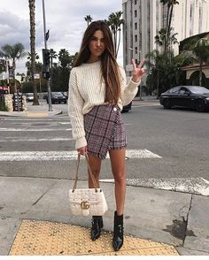 WEBSTA @ sydneystreetstyle_ - ✌️️✌️️✌️️@negin_mirsalehi @netaporter@revolve#travel #chiaraferragni #theblondesalad #best #friends #girls #haileybaldwin #netaporter #fashionbloggers #revolve #revolvesocialclub #revolveclothing #sydneystyle #london #sydneys