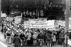 Daniel Biskup fue uno de los fotógrafos que mejor reflejó lo ocurrido en Alemania antes y después de la caída del Muro. Las protestas comenzaron después de unas fraudulentas elecciones locales en mayo, y tomaron mucha fuerza en el mes de octubre, sobre todo en Leipzig | Daniel Biskup