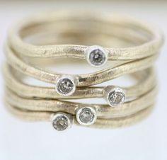 matte gold stack rings with tiny diamonds (Univers Mininga)