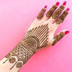 Explore latest Mehndi Designs images in 2019 on Happy Shappy. Mehendi design is also known as the heena design or henna patterns worldwide. We are here with the best mehndi designs images from worldwide. Mehndi Designs Finger, Back Hand Mehndi Designs, Simple Arabic Mehndi Designs, Henna Art Designs, Mehndi Designs For Girls, Mehndi Designs For Beginners, Modern Mehndi Designs, Dulhan Mehndi Designs, Mehndi Design Photos