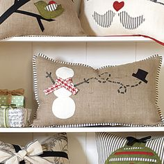 Sweet,,,,love the snowman pillow.... this is something you can do with the burlap