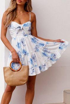 Rosy Ruffle Summer Dress Source by summer dress outfits Holiday Outfits Women, Summer Outfits Women, Spring Outfits, Summer Fashions, Casual Summer Dresses, Stylish Dresses, Dress Casual, Dress Summer, Summer Shorts