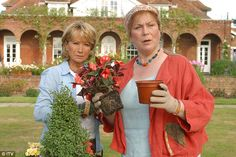Felicity in a more familiar role as Rosemary Boxer in Rosemary and Thyme with co-star Pam Ferris who plays Laura Thyme Film Roman, Roman Noir, Detective, Felicity Kendal, Uk Tv Shows, Fools And Horses, Bbc Tv, Comedy Tv