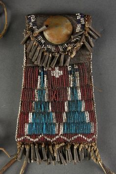 388: PLAINS NATIVE AMERICAN INDIAN BEADED POUCH : Lot 388