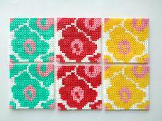 Untersetzer im 6er Set mit Blumenmotiv im Marimekko-Look aus Hama Bügelperlen - ein Designerstück von Handmadeblues
