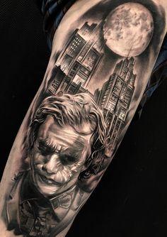 50 Tatuagens do Coringa Impressionantes para se inspirar - TopTatuagens Full Body Tattoo, Body Art Tattoos, Sleeve Tattoos, Cool Tattoos, Future Tattoos, Tattoos For Guys, Movie Tattoos, Joker Tattoos, Clown Tattoo