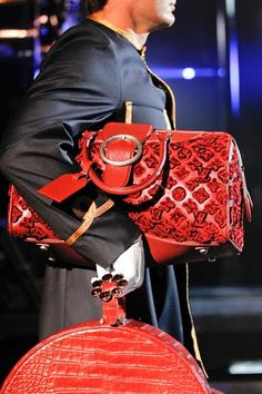Louis Vuitton Fall 2012 Ready-to-Wear Collection Photos - Vogue Louis Vuitton Handbags, Louis Vuitton Speedy Bag, My Bags, Tote Bags, Satchel, Fall Winter, Shoe Bag, My Style, How To Wear
