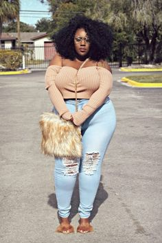 Plus size outfits with jeans - Plus size jeans and style Thick Girl Fashion, Plus Size Fashion For Women, Curvy Women Fashion, Plus Size Women, Plus Fashion, Thick Girls Outfits, Curvy Girl Outfits, Look Plus Size, Plus Size Jeans