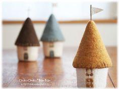 Little felt house (no more images available through link) Victorian Dollhouse, Modern Dollhouse, Felt Garland, Felt Ornaments, Miniature Houses, Miniature Dolls, Big Beautiful Houses, Amazing Houses, Felt House