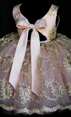 Pink flower girl dress with beautiful gold detail Little Girl Dresses, Girls Dresses, Flower Girl Dresses, Little Girl Fashion, Kids Fashion, Tutu, Diy Kleidung, Kids Frocks, Pageant Dresses