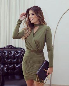 Meu favorito @talguistore  Vestido drapeado verde militar que é uma das cores mais em alta do inverno! Eu amo ♥️