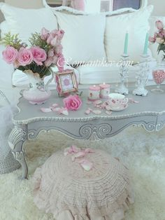 Shabby chic - Love the coffee table