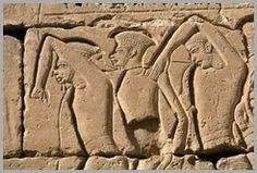 Prisioneiros Filisteus Libertos - Templo Medinet Habu - Egito