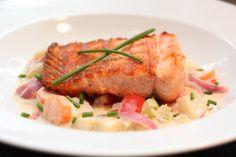 Pannestekt torsk med grønnsaker i sitronsaus My Favorite Food, Favorite Recipes, Lemon Sauce, New Menu, Frisk, Couscous, Seafood Recipes, Risotto, Salmon