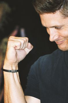 Jensen - VanCon2014…seriously though, I want to lick that arm!! <3