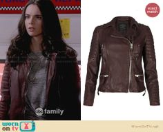 Bay's burgundy leather jacket on Switched at Birth. Outfit Details: http://wornontv.net/29319/ #SwitchedatBirth