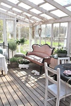 top-16-shabby-chic-garden-designs-with-interior-furniture-easy-decor-project (4)