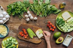 15 Tips to Eating Organically and Saving Money. Ideas for eating organically on a budget. Fresh Rolls, Avocado Toast, Saving Money, How To Draw Hands, Eat, Breakfast, Healthy, Ethnic Recipes, Hand Drawn