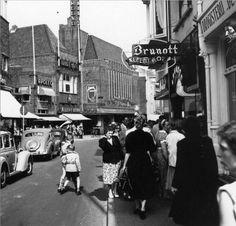 Kerkstraat Hilversum toen er nog auto's reden begin jaren 60.