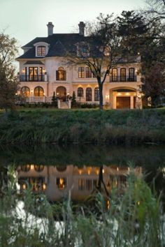 Dream house style-Traditional Exterior One Story Ranch Style House Design Exterior Tradicional, Traditional Exterior, Traditional Doors, Front Yard Landscaping, Landscaping Ideas, Garden Planning, My Dream Home, Dream Homes, Dream Big