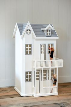 RM Victorian Doll's House - Coming Soon Condo Floor Plans, Doll House Plans, Cardboard Art, Victorian Dolls, Paper Houses, Handmade Furniture, Play Houses, Doll Houses, Home Look