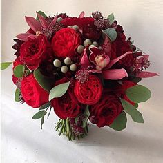 52 Ideas Wedding Themes Red Bouquets For 2019 themes red 52 Ideas Wedding Themes Red Bouquets For 2019 Burgundy Wedding Flowers, Red Wedding, Floral Wedding, Wedding Bouquets, Summer Wedding, Wedding Themes, Wedding Colors, Wedding Decorations, Floral Arrangements