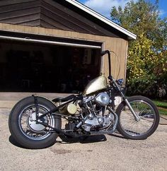 Photo of 1974 Harley Davidson Sportster Bobber Custom motor bike with HD Ironhead engine by Kyle. Ironhead Sportster, Custom Sportster, Custom Bobber, Chopper Motorcycle, Bobber Chopper, Harley Davidson Chopper, Harley Davidson Sportster, Bobber Style, Hd Motorcycles