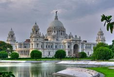Landmark of the Kolkata city, Victoria Memorial Hall and the adjacent Queen's avenue and Garden. This was built during British Colonial rule when Kolkata used to be the capital city of British India to commemorate queen Victoria of England India Architecture, Colonial Architecture, Ancient Architecture, Architecture Design, Travel Destinations In India, India Travel, Victoria Memorial, Tourist Places, Kolkata