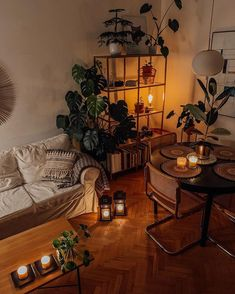 🌿Small, cozy and perfect! What a great way to end your weekend all cuddled up in this spot 🤗. Wish you guys an amazing start of the week 😘. [& The post Small, cozy and pe Bohemian Bedroom Decor, Bohemian Interior, Bohemian Living, Modern Bohemian, Interior Styling, Bohemian Style, Interior Decorating, Interior Design, Hygge Home