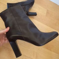 """NEW$339 VIA SPIGA MADE IN ITALY LEATHER4""""BOOTS!8.5 NEW$339 VIA SPIGA Nordstrom MADE IN ITALY ESPRESSO LEATHER 4""""HEEL BOOTS!  RARE!  LUXE ITALIAN COLLECTION! I've owned several- Superb quality & excellent design. You'll be amazed at the comfort & how well they hold up, even with day-to-day wear! • Rich Espresso Smooth leather• Full supple glove leather lining•Chic Blue Lining & Soles•Highest Quality•Leather soles• Side Zip• Comfy 3 3/4"""" heels• NEW IN BOX Size 8.5 M; 8 1/2 …"""