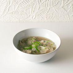 Pancit Molo (Filipino Pork Dumpling Soup) - FMITK: From My Impossibly Tiny Kitchen Vietnamese Recipes, Filipino Recipes, Vietnamese Food, Filipino Food, Molo Recipe, Dumplings For Soup, Pancit, Wonton Wrappers, Oxtail