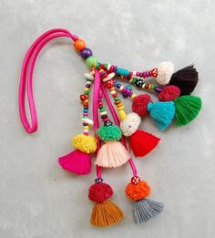 Mixed Color Tassel Beach Bag Decoration with Pom Poms - Source by Craft Stick Crafts, Diy And Crafts, Pom Pom Crafts, Creation Couture, Easter Crafts For Kids, Crochet Patterns For Beginners, Wooden Beads, Bunt, Color Mixing