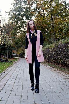 Sleeveless Blazer + Neck Scarf Trend | Zara black boots | Alina Ermilova | Fashion blogger | Outfit | Look