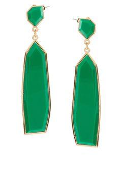 bling jewelry: emerald green statement earrings by ASOS - jolie.de