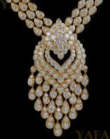 VAN CLEEF & ARPELS Diamond Nekclace #slimmingbodyshapers   How to accessorize your look Go to slimmingbodyshapers.com  for plus size shapewear and bras