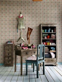 you work room Quilting Room, Affordable Furniture, Sewing Rooms, My Room, Home Interior Design, Dining Chairs, Craft, Home Decor, Grey Chair