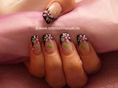 Nail art motivo 358 - Diseño de flores con esmalte y piedras strass - http://www.schmucknaegel.de/